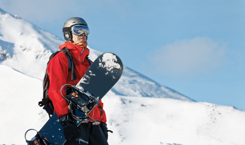 Man holding his ski looking at the landscape