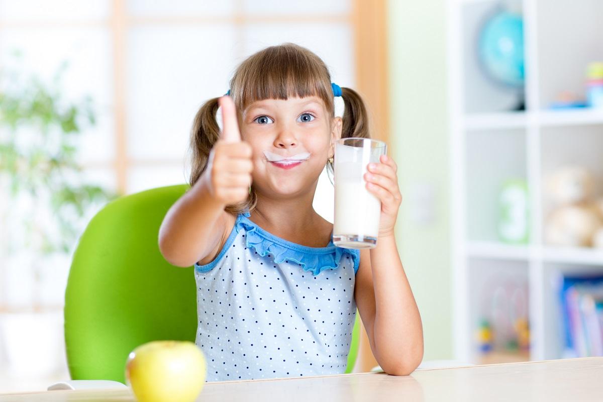 kid drinking milk