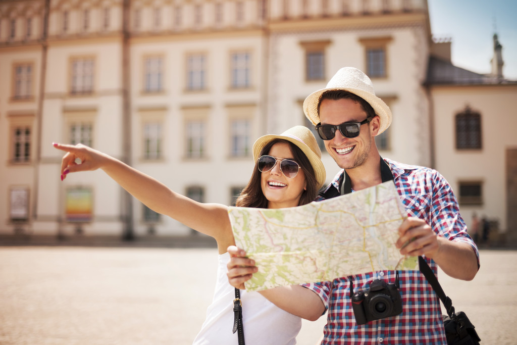 travel tourists